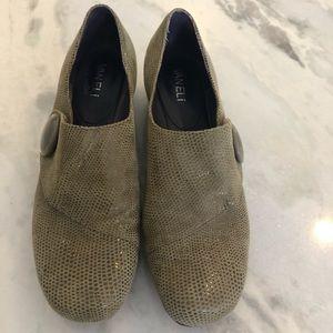 Vaneli loafer, Velcro, button, green 8.5